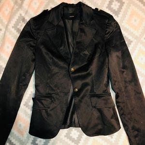 Jackets & Blazers - Vintage black blazer w beautiful gold details